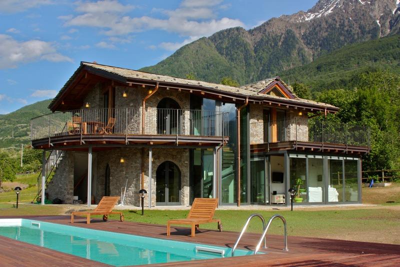 Lago como colico villa con piscina for 4 piani di box auto con abitazione