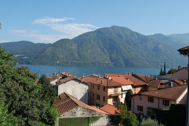 Lago como tremezzo appartamento in villa d 39 epoca for Appartamento lago