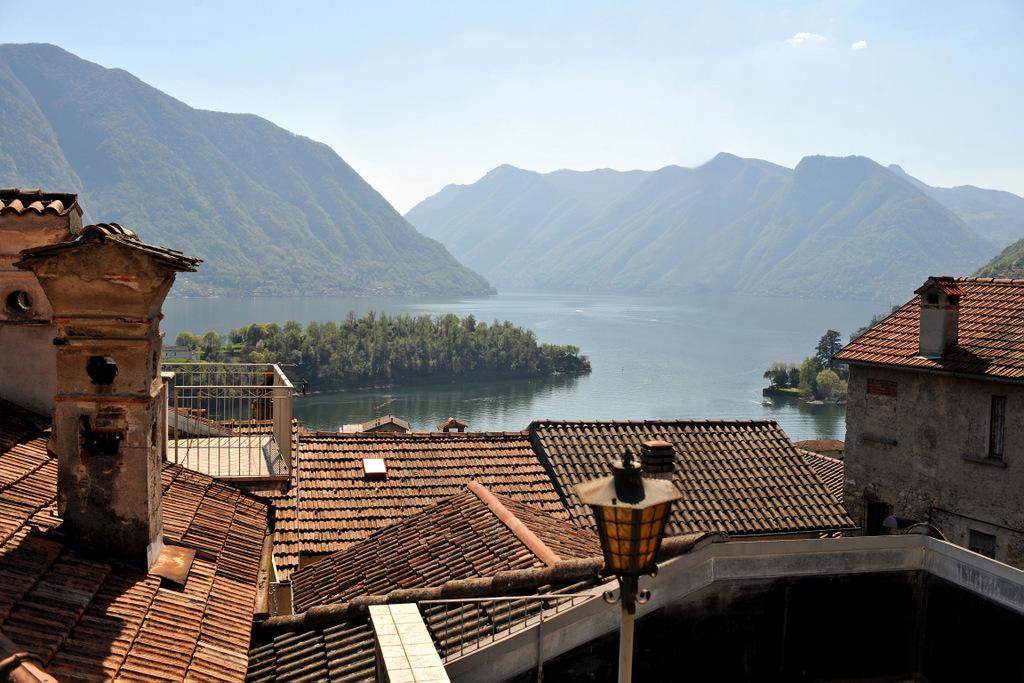 Lago di Como Tremezzina Casa con balcone e vista lago