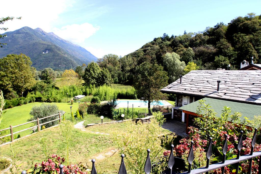 Lago como rustico ristrutturato colico con giardino - Giardino rustico ...