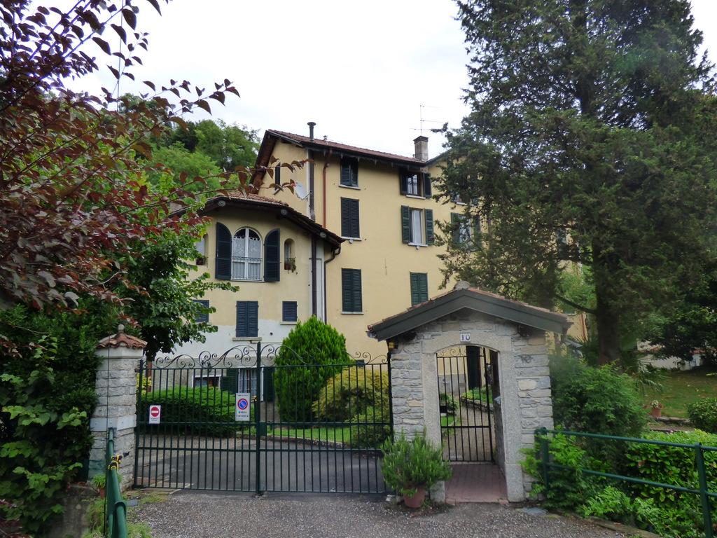 Lago Como Tremezzo Appartamento con Giardino Condominiale