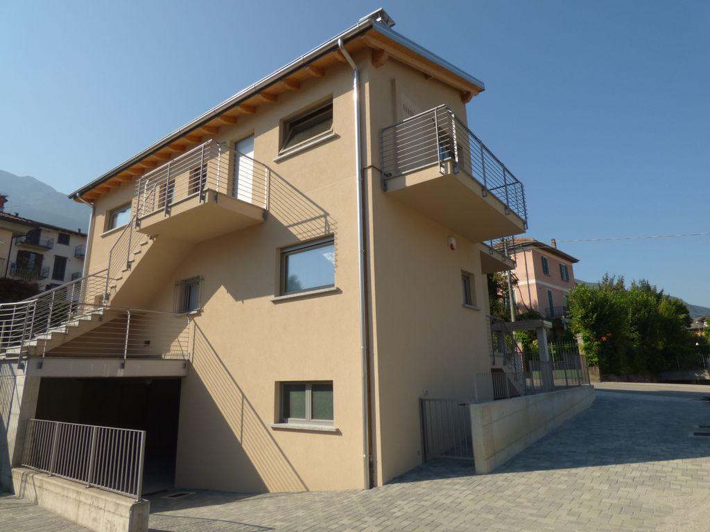 Lago Como Colico Villette ed Appartamenti con Giardino
