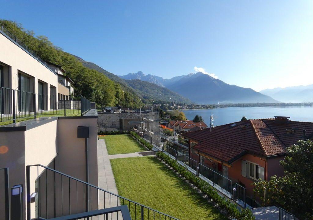 Appartamenti Moderni Gera Lario Lago Como con Piscina - garage al piano seminterrato