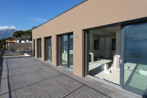 Appartamenti Moderni Gera Lario Lago Como con Piscina ampie vetrate