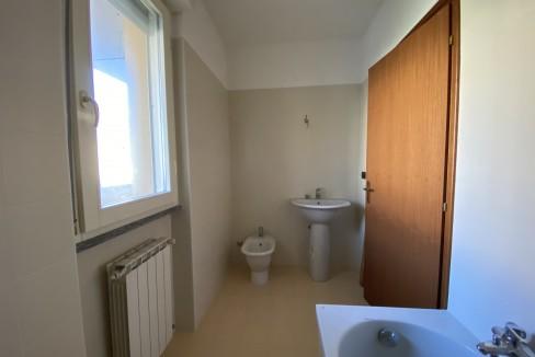 Lago Como Gravedona ed Uniti Appartamenti con terrazzo - bagno B16