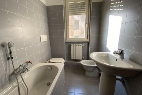 Lago Como Gravedona ed Uniti Appartamenti con terrazzo - bagno B8