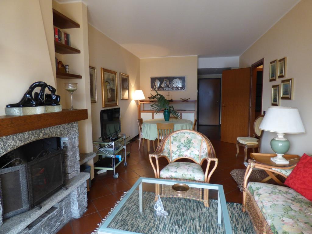 Menaggio appartamento con piscina giardino terrazzo e for Appartamento di 600 metri quadrati con 2 camere da letto