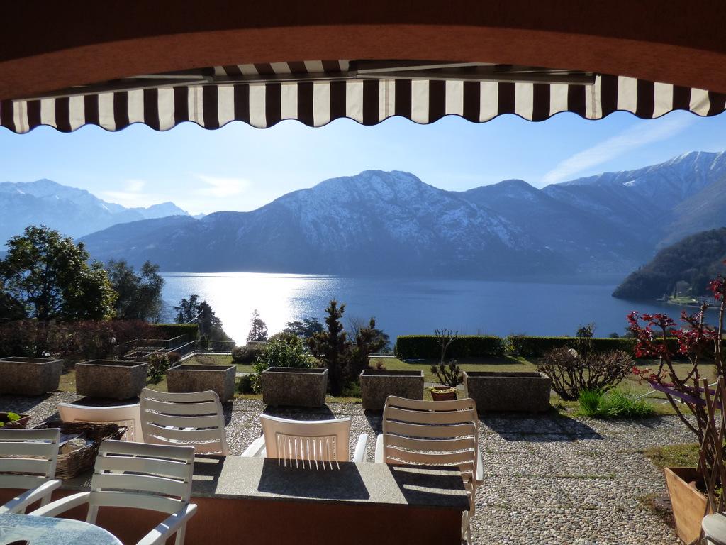Lago Como Mezzegra Appartamento con Piscina