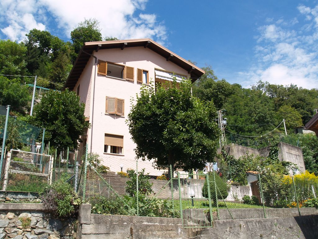 Lago Como Gravedona ed Uniti Casa Indipendente