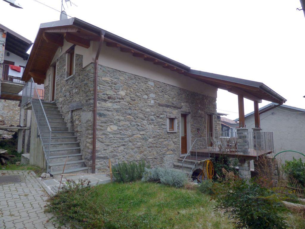 Appartamento lago como dongo con giardino tre pievi for Appartamento lago