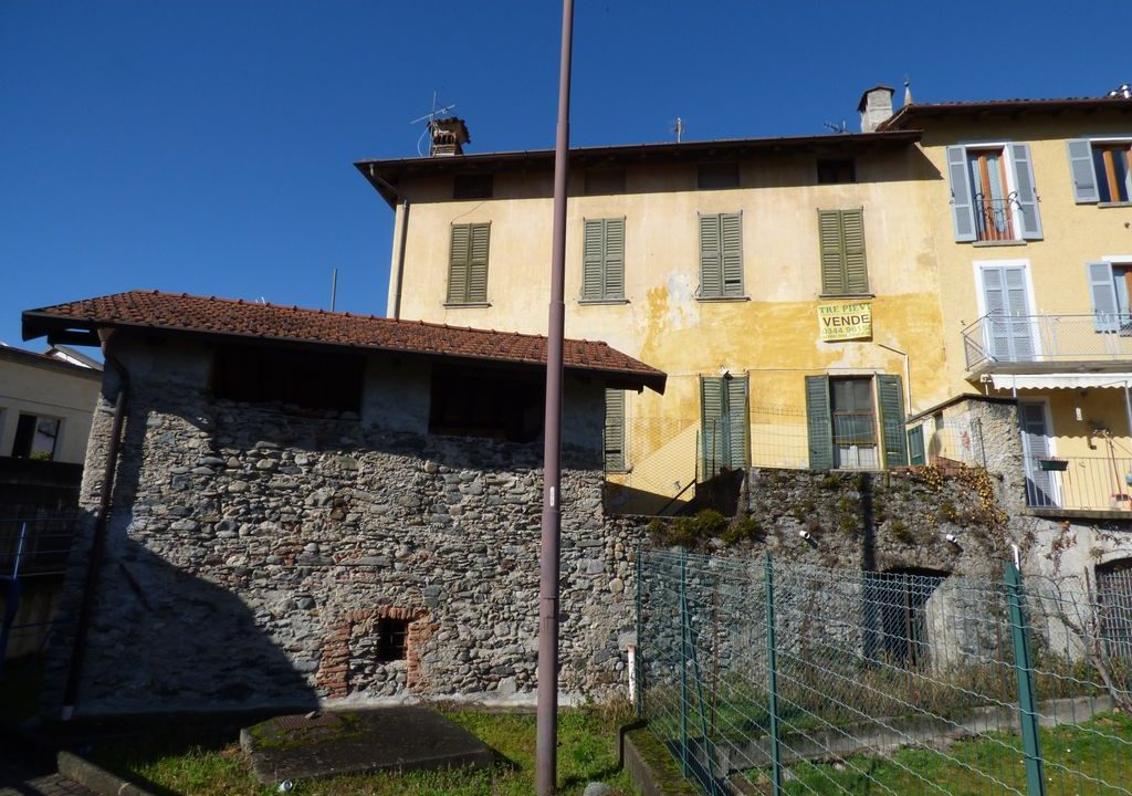 Villa Gravedona ed Uniti con finiture d'epoca