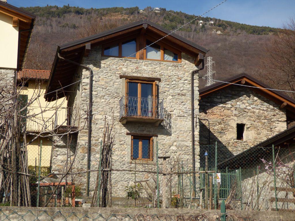 Rustico in Sasso Ristrutturato con Vista Lago – Gera Lario