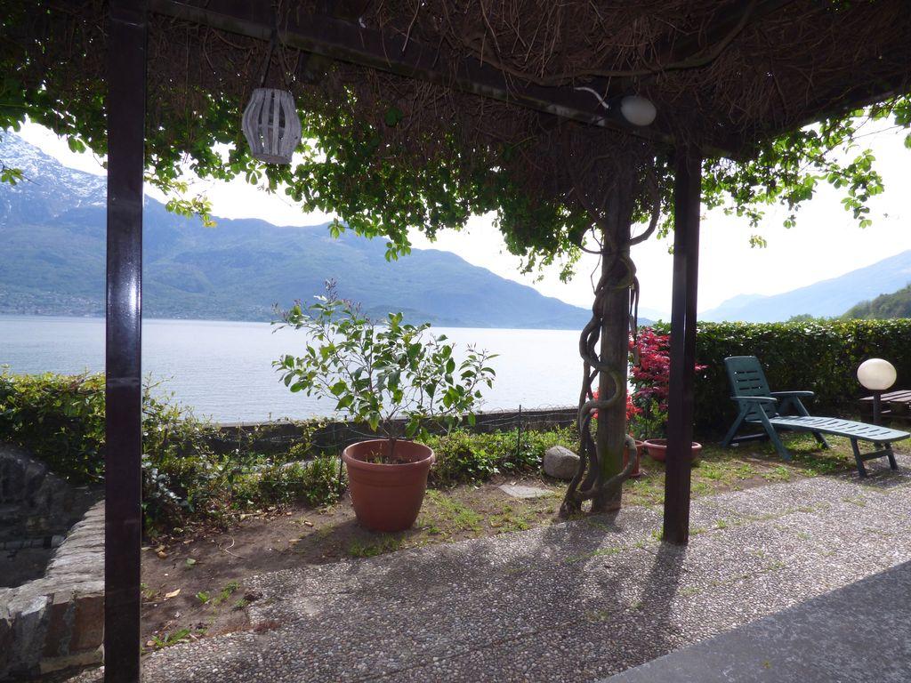 Domaso Casa Fronte Lago con particolari in Pietra