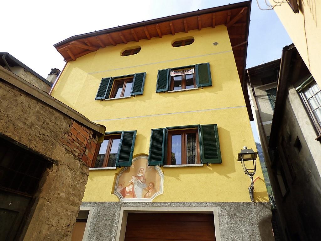 Appartamento Mezzegra con balcone e garage