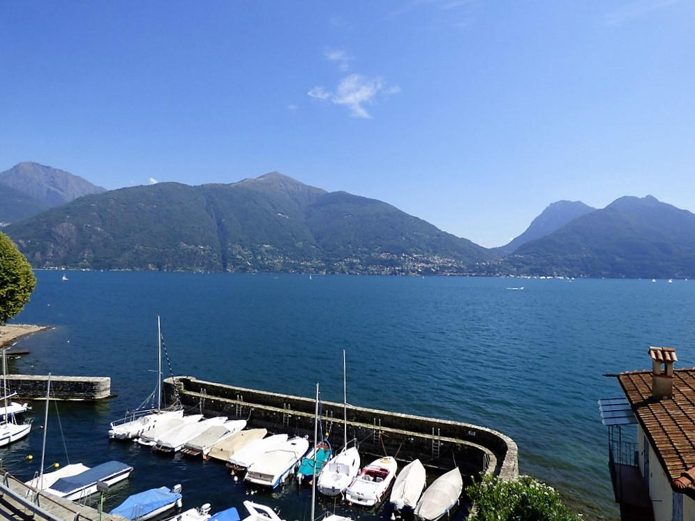 Appartamento san siro con balcone e vista lago for Lago vista