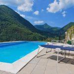 appartamento con piscina e vista lago