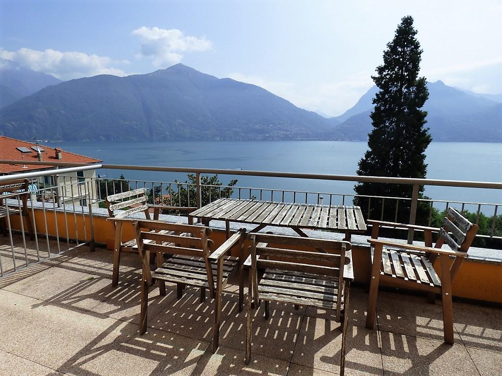 San siro appartamenti con piscina terrazzo e vista lago for Lago vista