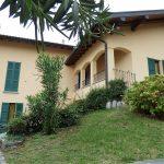 Mezzegra Appartamento posto su due livelli con giardino, balcone e vista lago