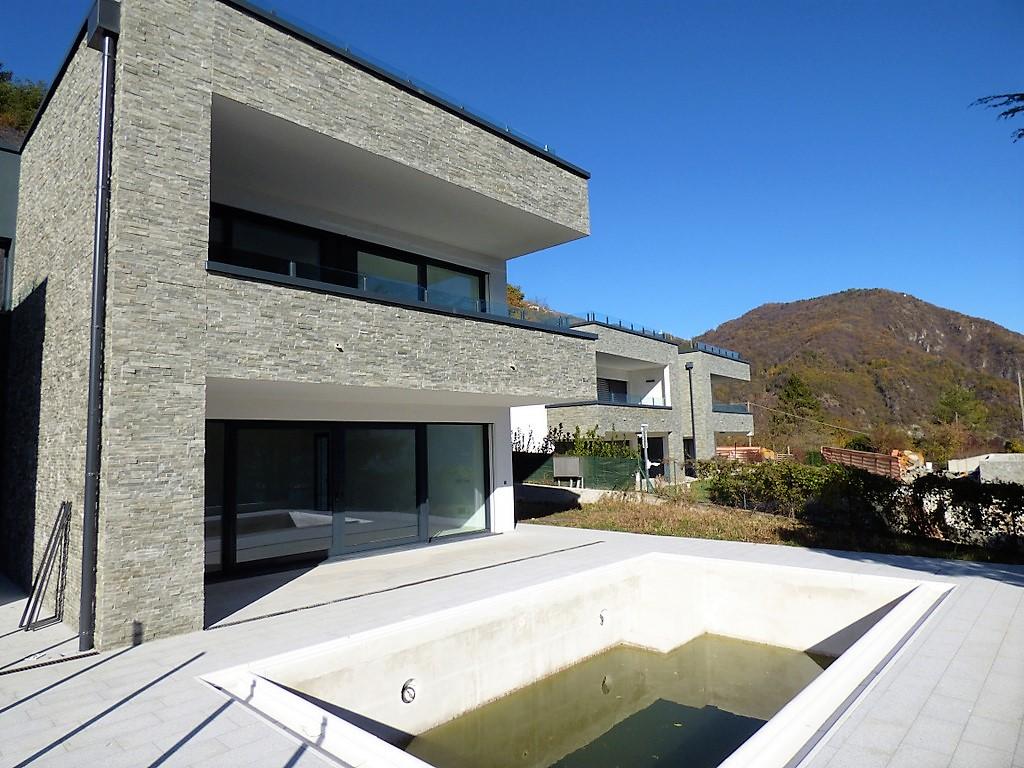 Lago di como menaggio villa moderna con piscina