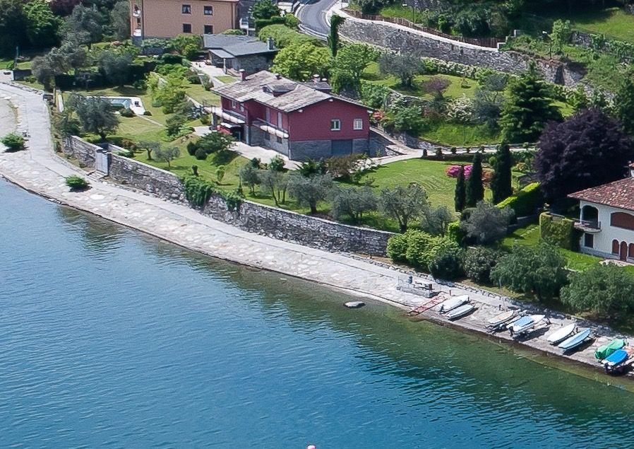 Villa con Piscina Fronte Lago Pianello del Lario