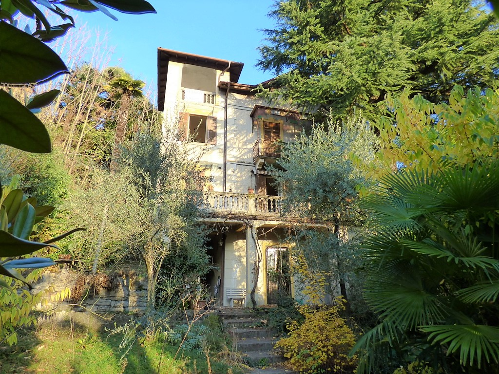 Lago di Como Villa Liberty Lenno con terrazzo e giardino