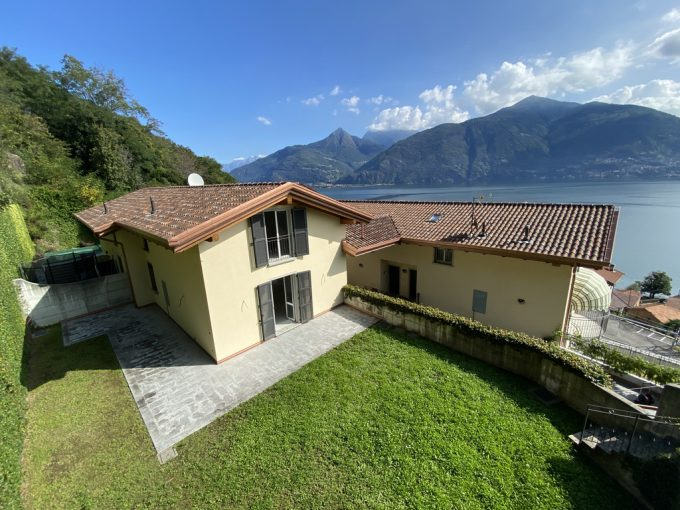 Lago Como vicinanze Menaggio Villa vista lago - facciata