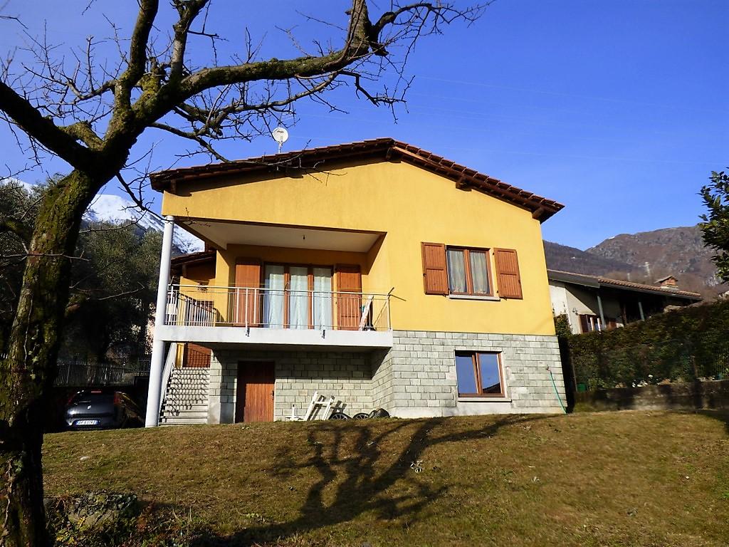 Pianello del Lario Casa con con balcone e vista lago