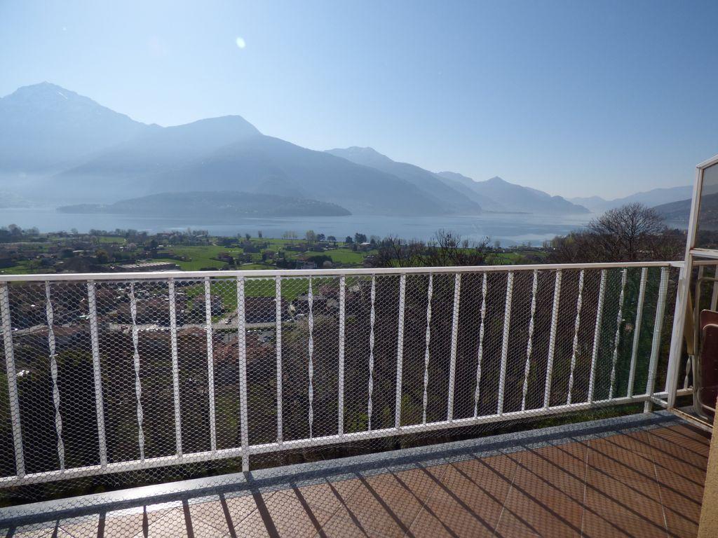 Gravedona ed Uniti Appartamento con Terrazzo e Vista Lago