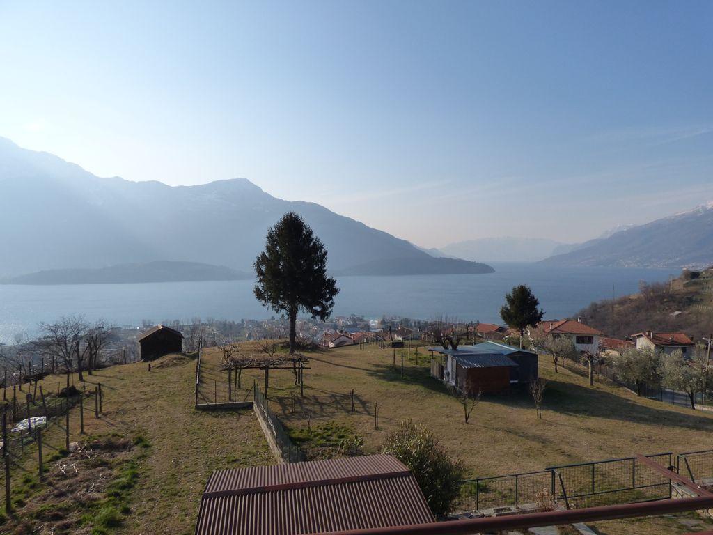 Appartamento con Balcone e Vista Lago Vercana