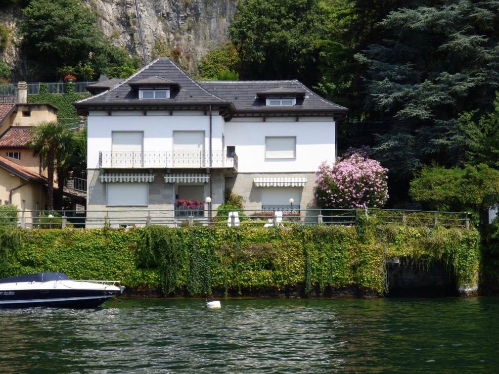 Villa Fronte Lago con Darsena – Pognana Lario