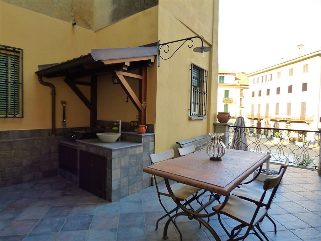 Appartamento Lago Como Menaggio sulla Piazza