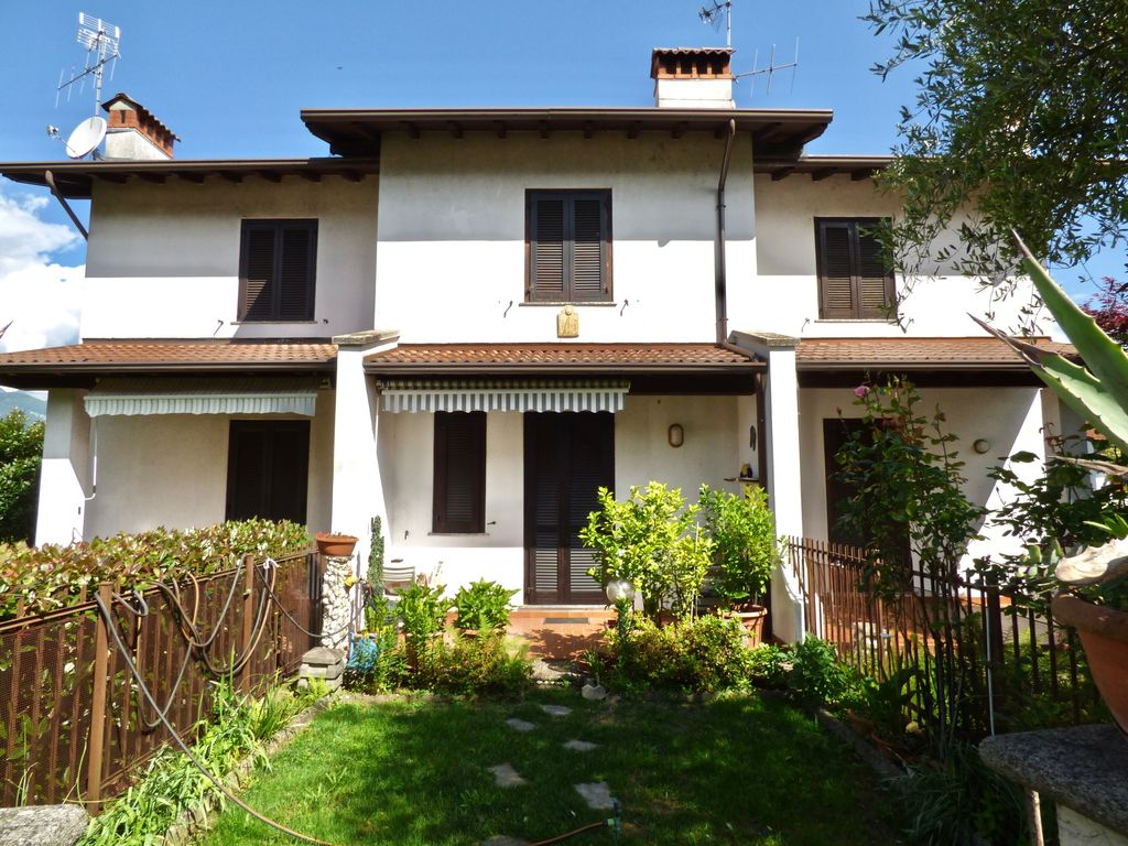 Casa con garage colico posizione centrale lago como for Piano casa con garage