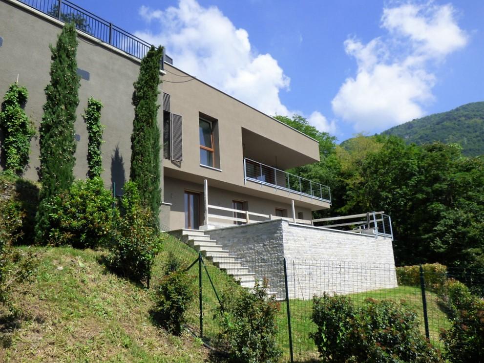 Ville moderne cernobbio con piscina e vista lago bella for Ville moderne con piscina