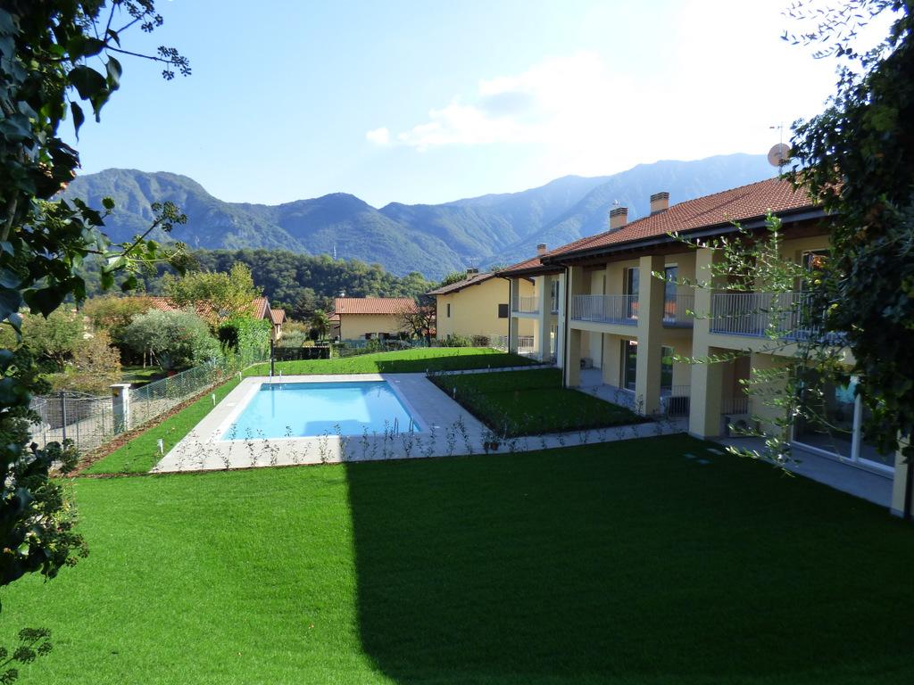 Appartamenti in residence con piscina lenno lago como - Residence con piscina ...