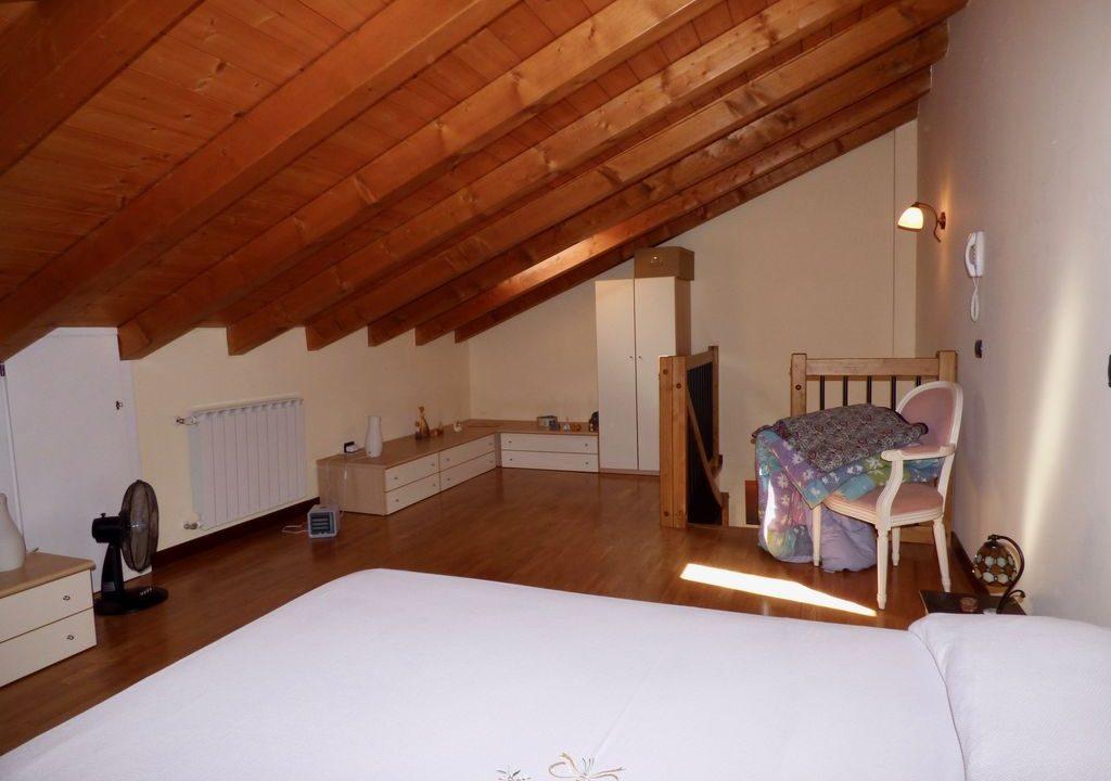 Gravedona ed Uniti Appartamento travi in legno a vista
