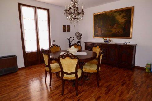 Villa Indipendente Gravedona ed Uniti ampia metratura