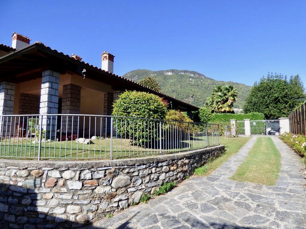 Villa Indipendente Gravedona ed Uniti con Giardino