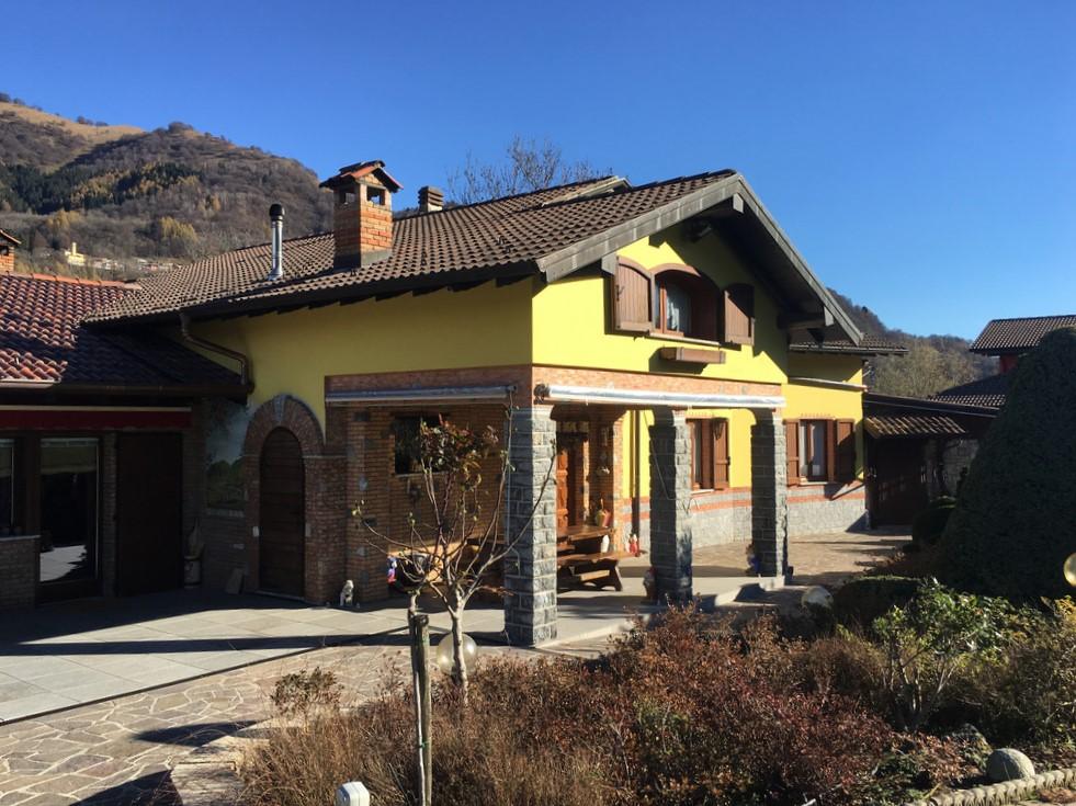 Castiglione D'Intelvi Villa con giardino, piscina e garage