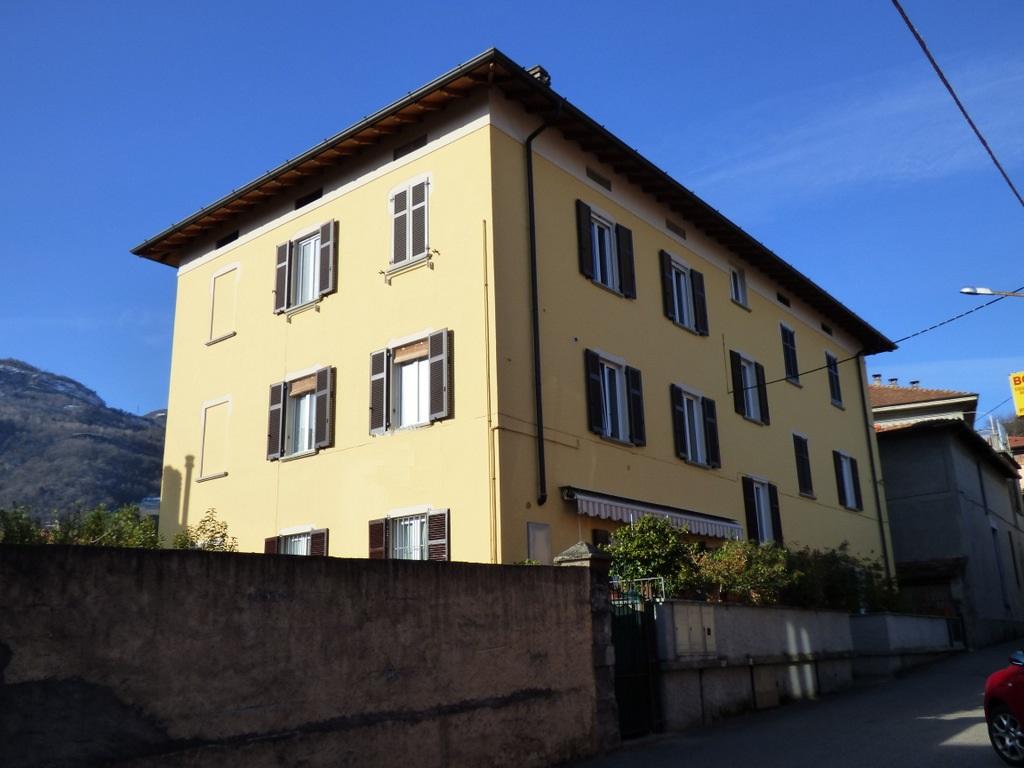 Menaggio Appartamento in centro con balcone