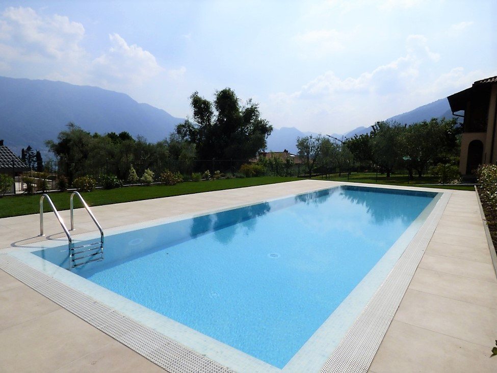 Ville moderne tremezzina vista lago con piscina for Ville moderne con piscina