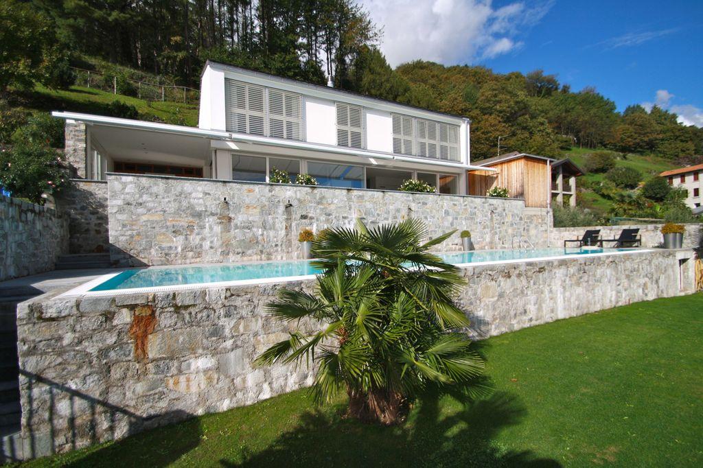 Villa indipendente con piscina cremia lago como for Ville moderne con piscina