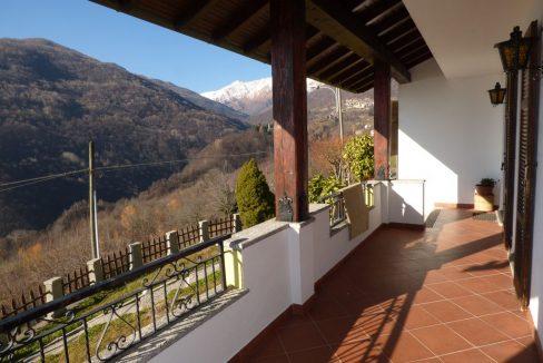 Villa Indipendente Gravedona ed Uniti con balcone