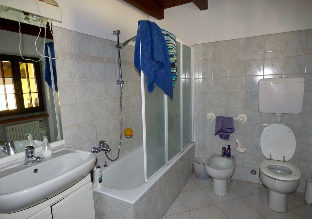 Villa Indipendente Gravedona ed Uniti - bagno con vasca