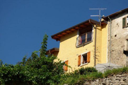 San Siro Rustico Ristrutturato con Vista Lago cucina arredata