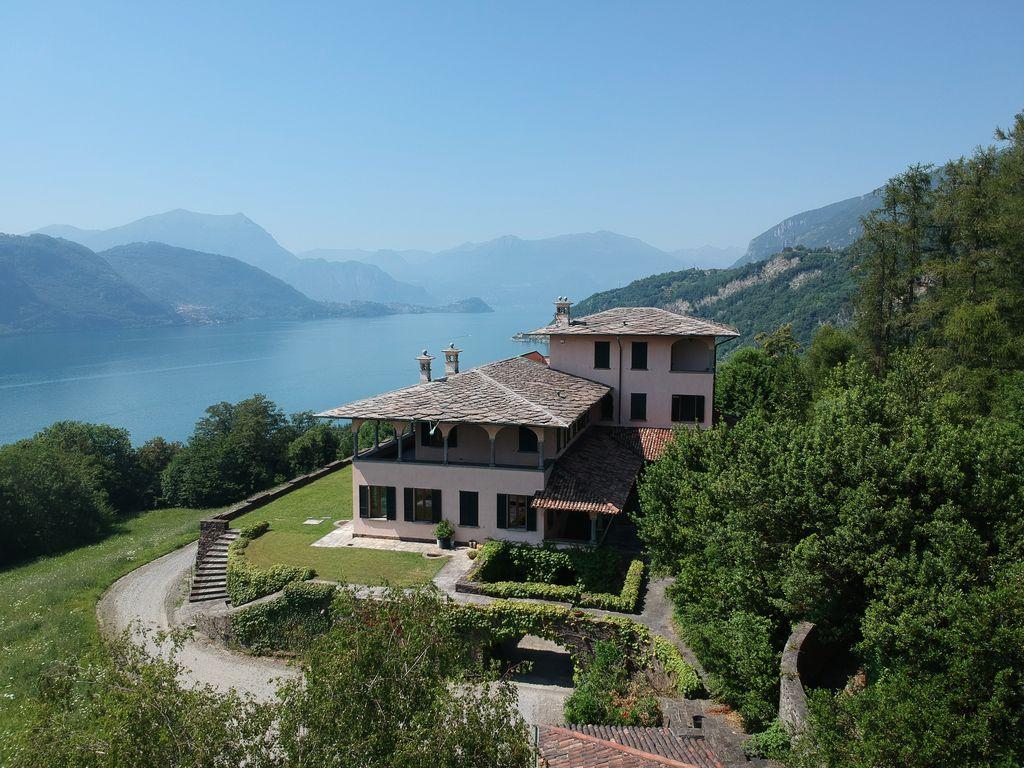 Villa di Lusso Lago Como Mandello del Lario con Parco