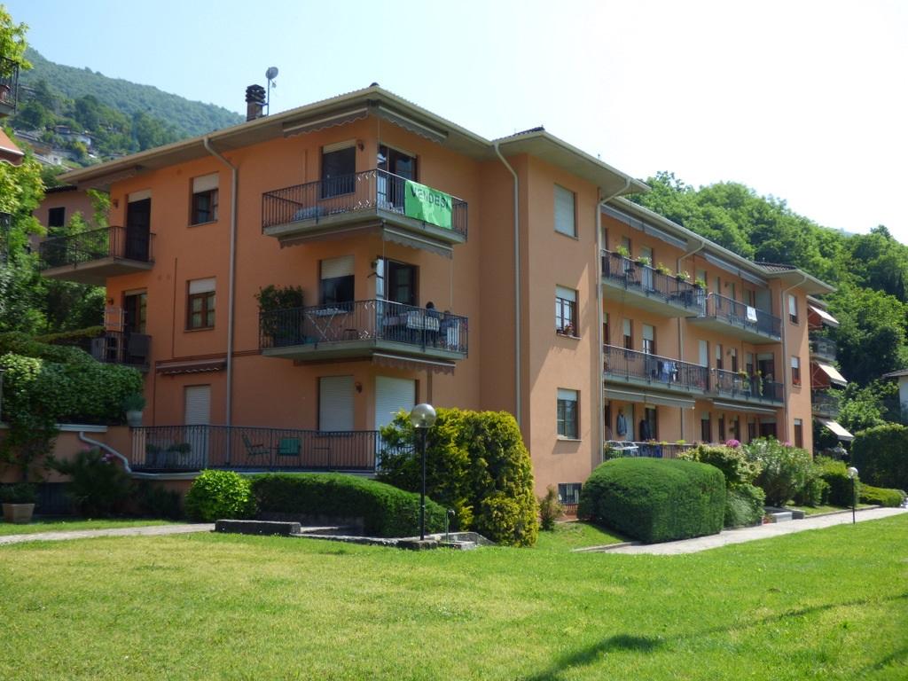 Appartamento Carlazzo con piscina e terrazzo