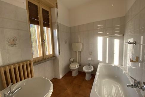 Casa Fronte Lago Como Domaso con Terreno - bagno