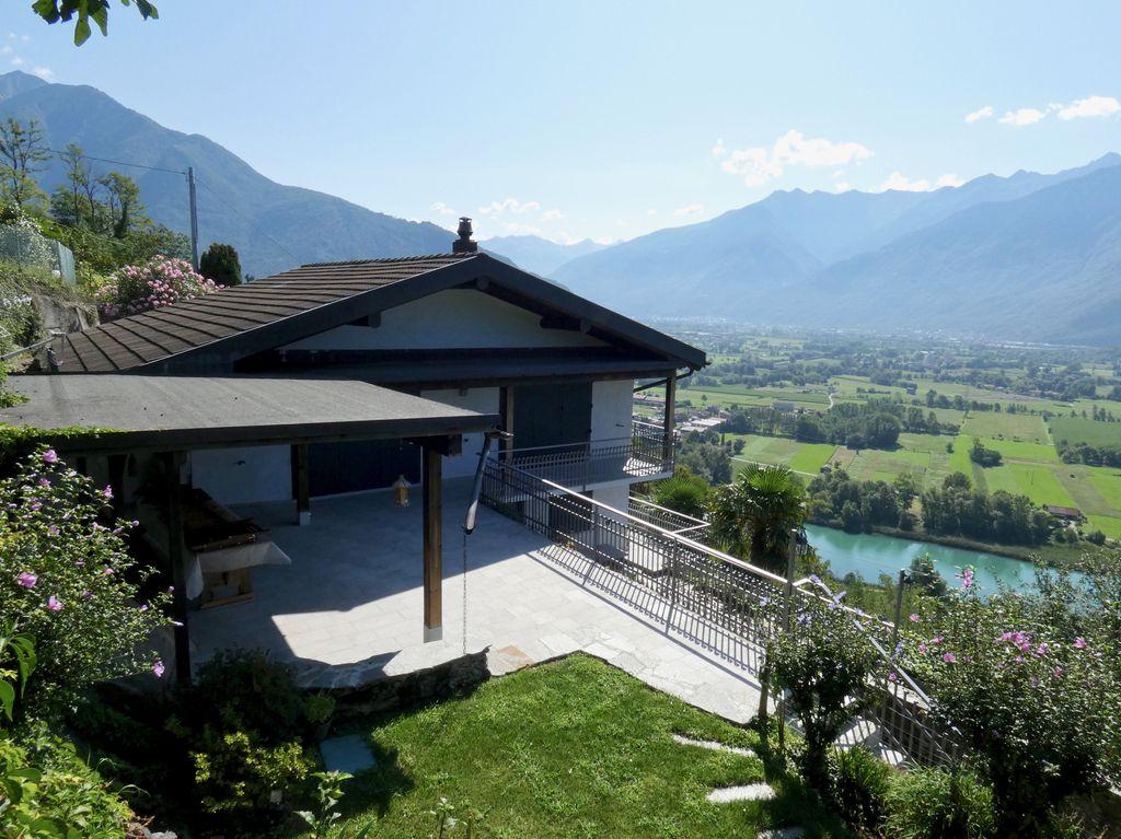 Casa Indipendente Sorico con Giardino e Vista Lago