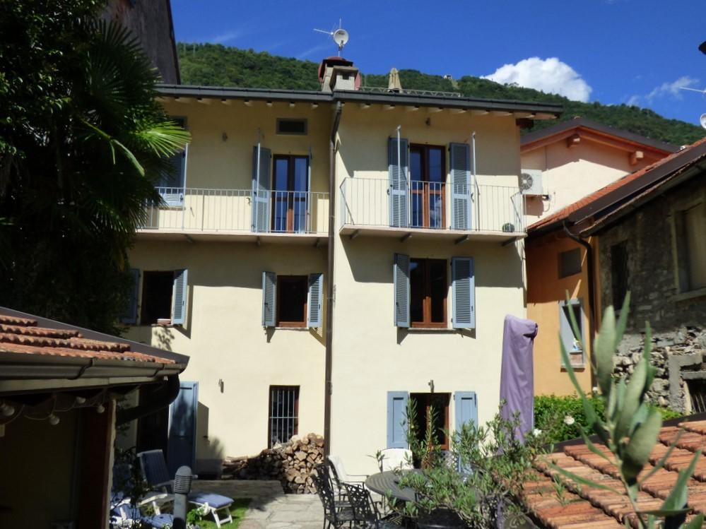 Casa Argegno Lago Como con giardino