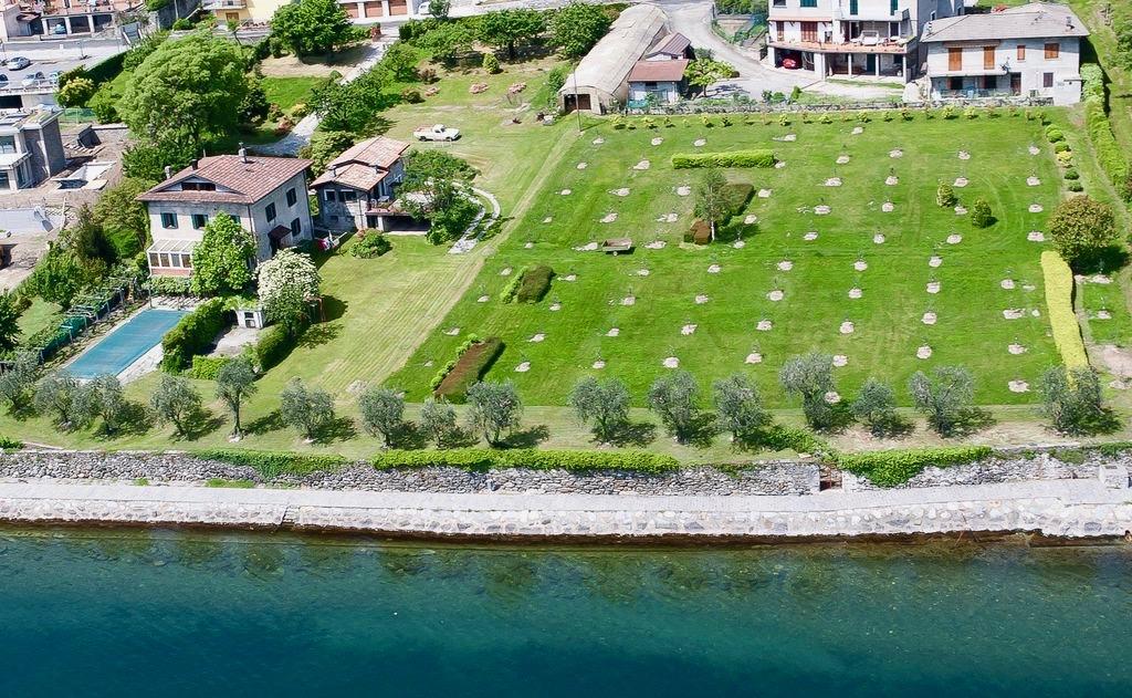 Villa Fronte Lago Como con Darsena Pianello del Lario